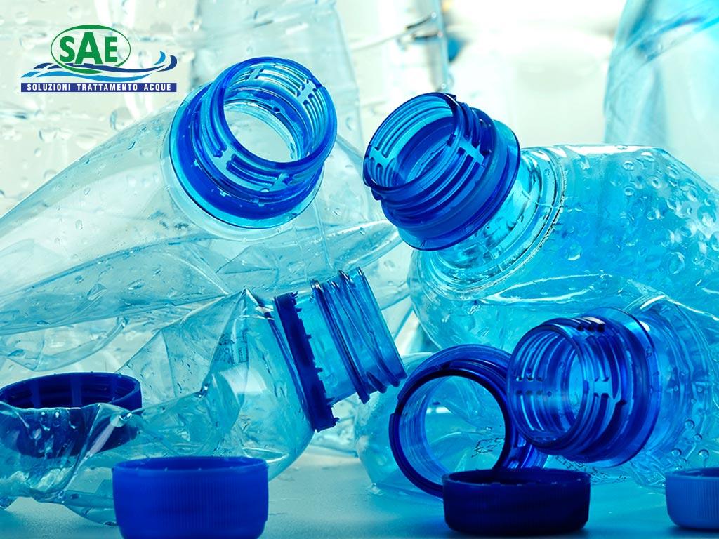 Acqua in bottiglia di plastica | SAE TECNOLOGY